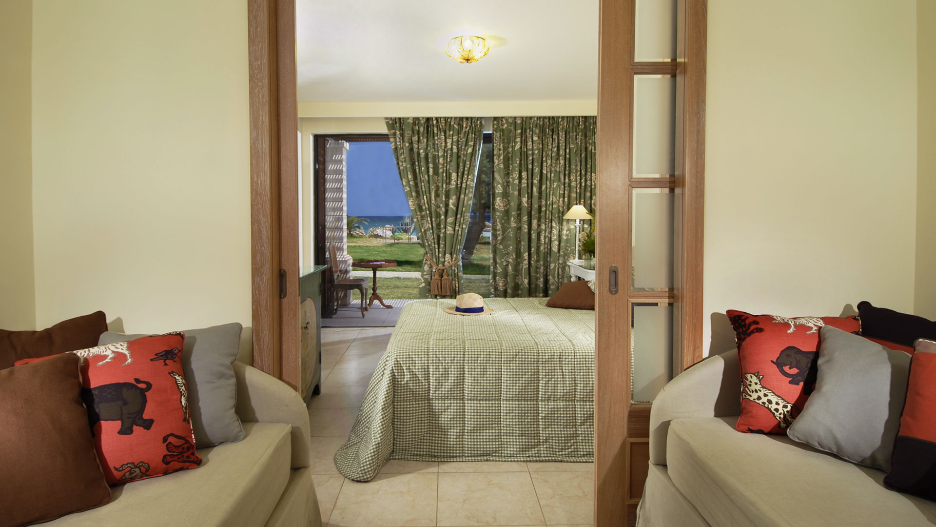 Aquila elounda village crete deluxe lux buisiness for Family room accommodation