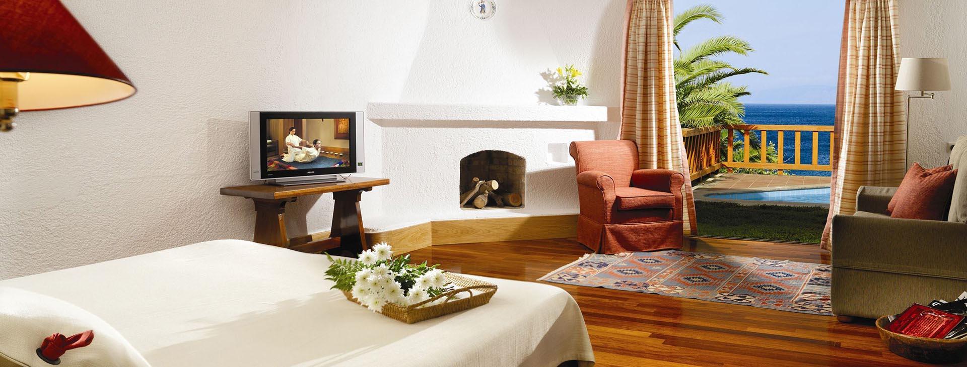 Elounda Mare Hotel - Relais Châteaux - Royal Suites with terrace